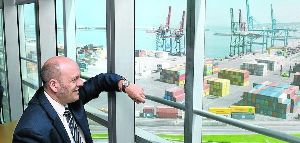 «El Puerto de Bilbao compite con el de Algeciras o el de Barcelona, no con Pasaia»