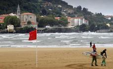 Nueve playas vizcaínas exhiben la bandera roja y otras siete amarilla