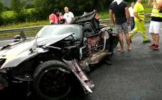 Un superdeportivo, destrozado en Durango mientras realizaba una ruta para coches de lujo