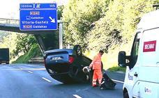 Espectacular accidente en Galdakao