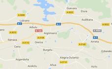 Dos heridos tras volcar un camión en la A-1 a su paso por Elburgo