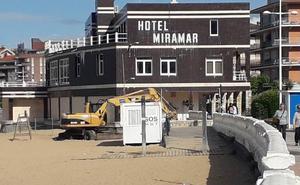 Vallan el Hotel Miramar de Castro para evitar riesgos para bañistas y peatones