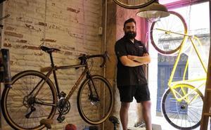 Gotas congeladas en el aire, una bici de neón... los escaparates más originales de Bilbao tienen premio