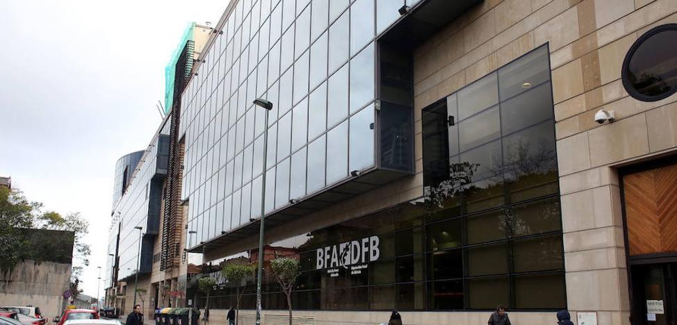 Condenado a diez años un funcionario de la Hacienda vizcaína por revelar secretos