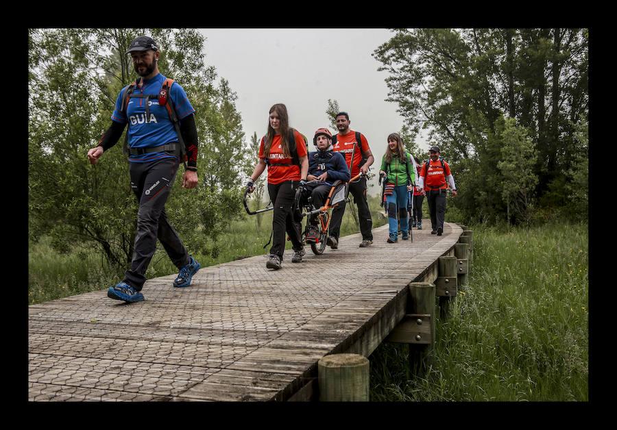 La Diputación y Montes Solidarios llevan a personas con discapacidad a pasear por ocho rutas emblemáticas