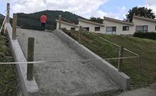 Muskiz ultima un nuevo parque infantil en Las Acacias