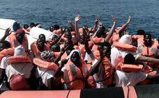 El 'Aquarius' retrasa su llegada al domingo por el mal estado del mar