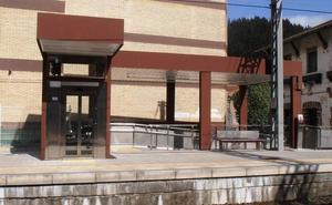 Renfe termina la instalación de tres ascensores en la estación de Ugao