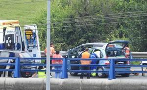 Un accidente en la A-8 a la altura de Ortuella se salda con una mujer herida e importantes retenciones
