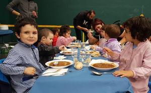 El Ayuntamiento apoya que se habilite una cocina en el colegio de Atxondo