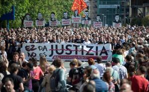 Miles de personas protestan en Pamplona contra la condena impuesta a los ocho jóvenes por la agresión de Alsasua