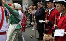 Flores, música y bailes para celebrar el 'cumple' de Bilbao