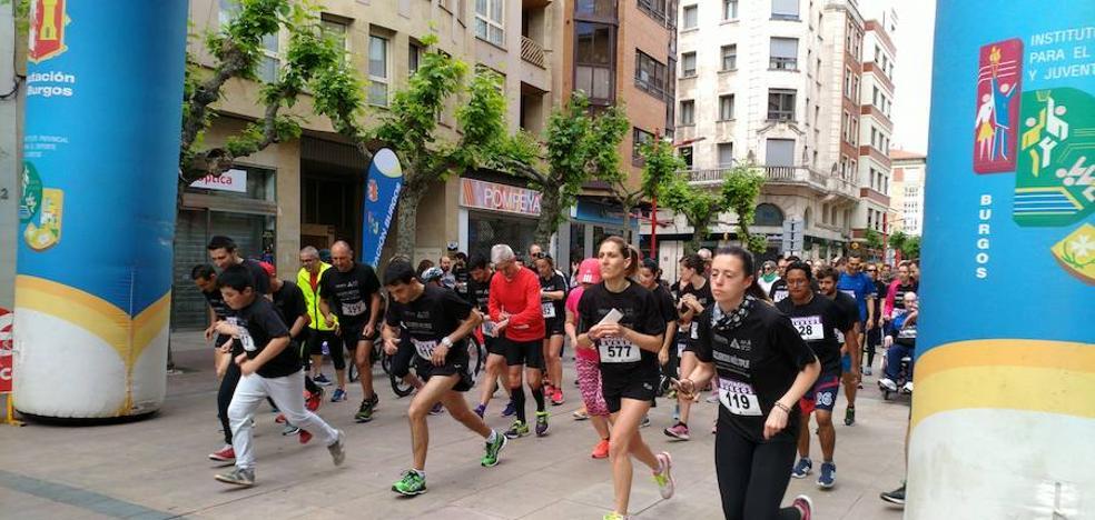 Cerca de 500 personas marchan por los enfermos de esclerosis y ELA