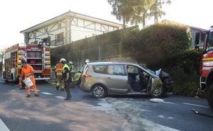 Cinco heridos tras empotrarse contra un muro en la subida de Santo Domingo en sentido Bilbao