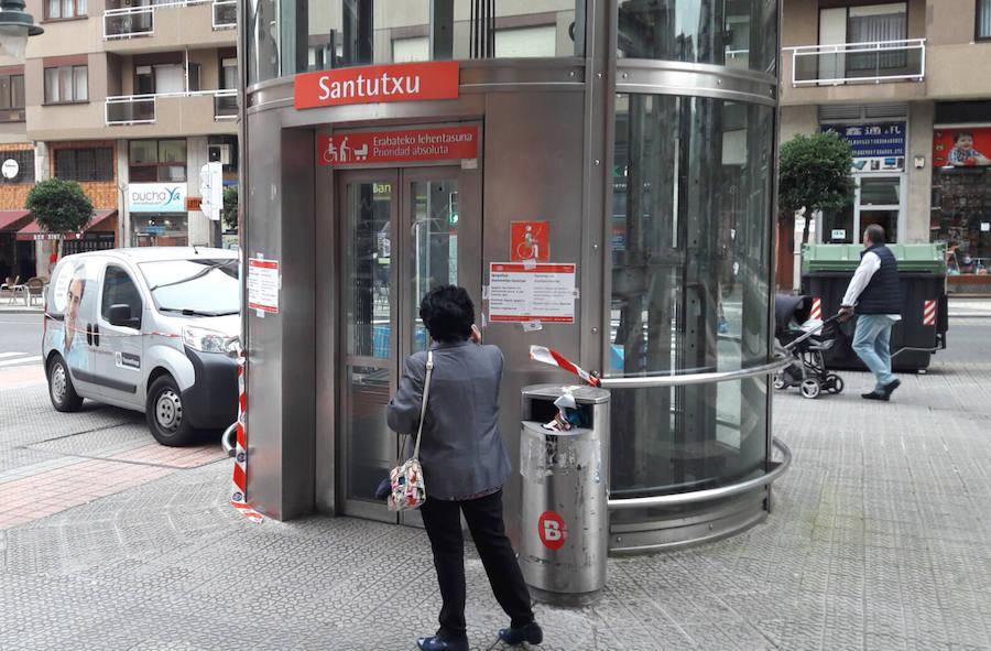 Tres semanas sin el ascensor del metro de Santutxu: «Es una faena»