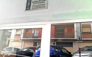 Ermua elimina toda la simbología franquista de las calles de la localidad