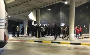 Abandonan a 50 inmigrantes en la estación de autobuses de San Sebastián