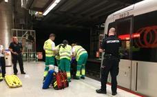 Una conductora del metro evita el arrollamiento de una persona caída en las vías en Moyua