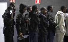 Cruz Roja Almería atribuye a un error de coordinación la llegada inesperada de los subsaharianos a San Sebastián