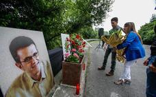 La familia de Puelles pide a los políticos que «no hagan concesiones a ETA por dejar de matar»