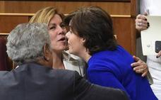 Cospedal y Santamaría escenifican su rivalidad en la batalla por el liderazgo del PP