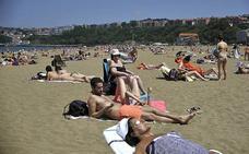 Día de playa como aperitivo al verano que llega mañana