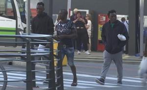 31 migrantes que cruzaron el Estrecho hace cinco días llegan a Bilbao camino de Francia