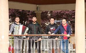 «Damos un giro de tuerca a la tradicional música euskaldun»