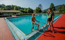 Atxondo abre hoy la piscina tras gastar 30.000 euros en repararla