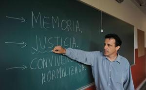 Los alumnos vascos estudiarán a ETA desde una perspectiva «histórica y ética» a partir del próximo curso