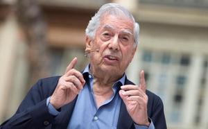 Mario Vargas Llosa, hospitalizado tras una caída en su domicilio