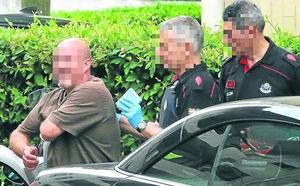 Registran la panadería del detenido en Sopela por asesinato