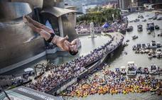 Limitan el aforo en la explanada del Guggenheim durante el campeonato de saltos en la ría