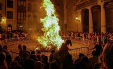 El fuego caldea la noche de San Juan