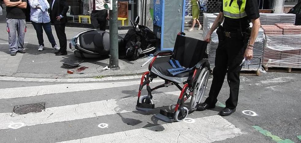 Una moto accidentada arrolla a tres peatones en Bilbao, uno de ellos en silla de ruedas