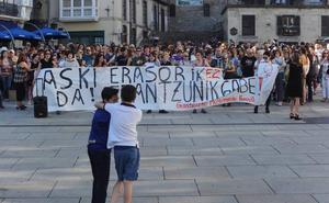 Cientos de personas se manifiestan en Vitoria contra la polémica excarcelación