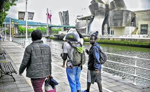 La Diputación acoge a 300 migrantes al año de los miles que pasan por Bizkaia