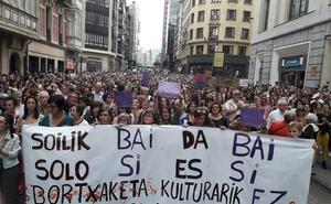 Miles de personas se manifiestan en Bilbao contra la polémica excarcelación