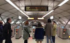 Herido grave al saltar una canceladora y caer al andén en la estación del metro de Abando