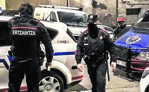 Detienen a un presunto miembro de una banda juvenil en Vitoria por acuchillar a un hombre