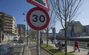 El Ayuntamiento repartirá folletos para informar a los bilbaínos de la reducción de velocidad a 30 Km/h