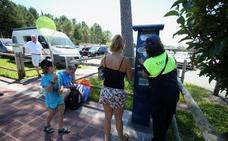 Las playas reciben la primera avalancha con quejas en Gorliz por la OTA