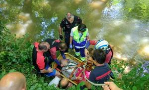 Rescatan a una mujer en silla de ruedas que se cayó al río en Elorrio