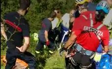 Evacúan con un helicóptero a un montañero herido al sufrir una caída en la cumbre del Serantes