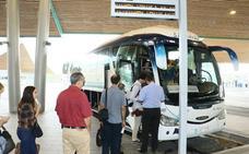 Bizkaia autoriza el aumento de conexiones en autobús entre Vitoria y el aeropuerto de Loiu en verano