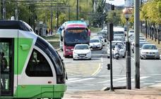 El tranvía de Vitoria adopta su horario de verano