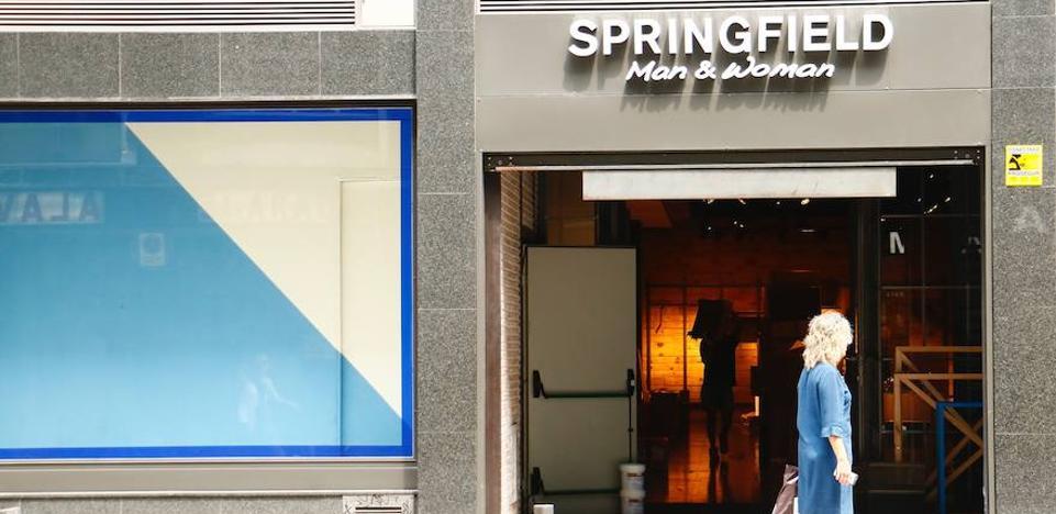 Springfield baja la persiana de su tienda en General Álava