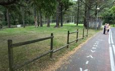 Abanto refuerza la vía verde con el repintado del suelo y nuevo mobiliario