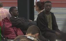 Un nuevo grupo de diez migrantes que cruzó el Estrecho llega a Termibus