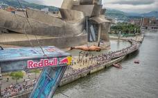 Los clavadistas de Red Bull ya saltan desde el puente de La Salve